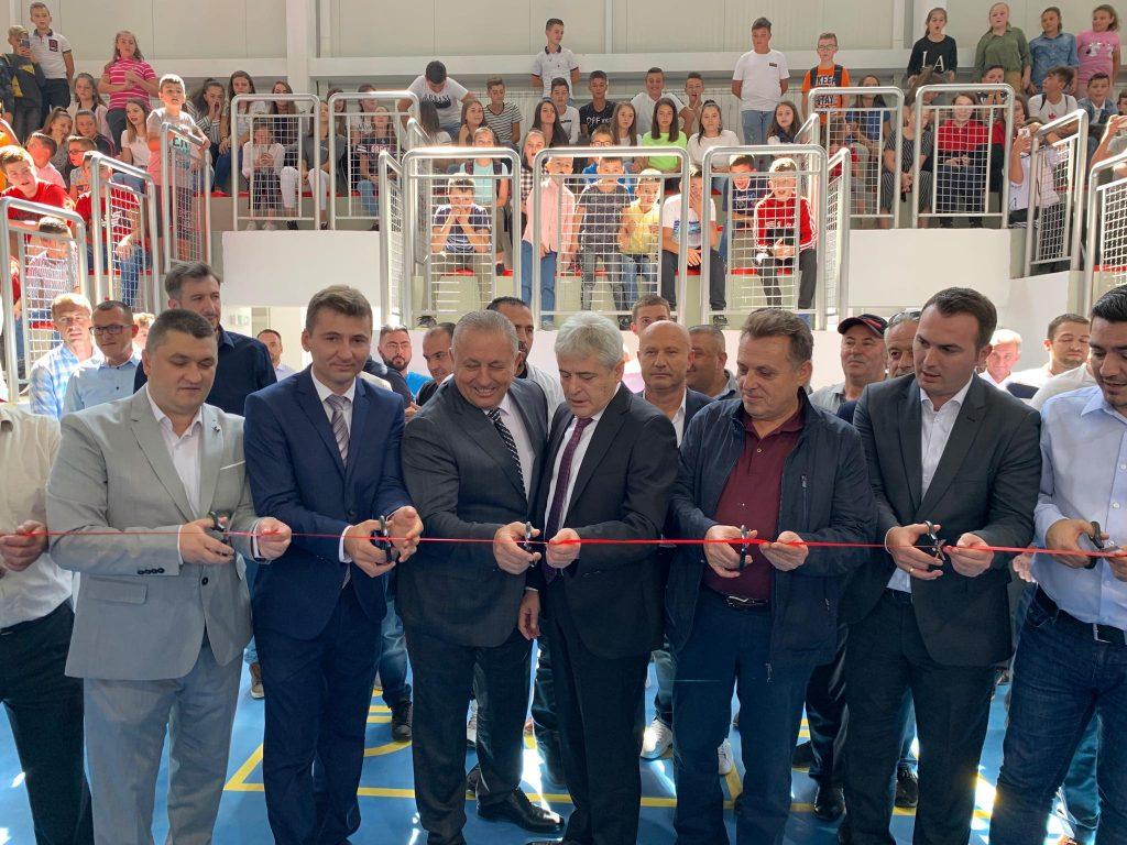 U lëshua në përdorim salla sportive e SHF  Murat Llabunishta