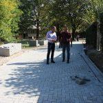 Visar Ganiu inspekton nga afër punën e rregullimit të kursive për qarkullimin e qytetarëve në lagjen Çair të vjetër
