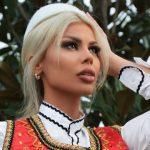 Luana Vjollca me veshje kombëtare: Zot, bekoje Shqipërinë (FOTO)